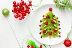 Efterrättjulgran - rolig matidé för jul för ungar Arkivbild