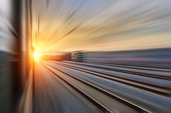 Eftersänd långt järnvägen royaltyfri bild