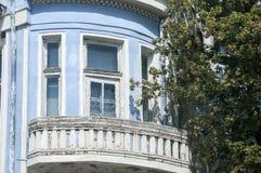 Eftersatt retro hus för blått royaltyfria foton