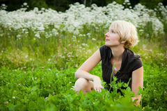 Flicka i en sätta in av blommor royaltyfria bilder