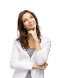 Eftertänksam nätt kvinna som trycker på hennes framsida arkivfoton