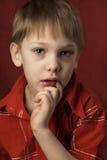 eftertänksam pojke Arkivbilder