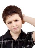 Eftertänksam ung pojke som isoleras på vit bakgrund Royaltyfri Bild