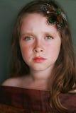 eftertänksamt allvarligt barn för härlig blickflicka Royaltyfria Foton