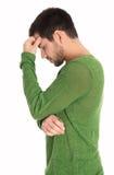 Eftertänksamt eller personen som lider av depression isolerade mannen i grön sweater royaltyfri fotografi