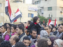 Egípcios que demonstram de encontro ao regime militar imagem de stock royalty free