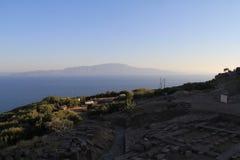 Egeïsch gebied - Assos-Kasteel, een aardige golf aan het Eiland Lesvos van Griekenland van Oud Roman Theatre royalty-vrije stock afbeelding