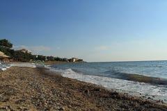 Egeïsch gebied, strand en golven royalty-vrije stock afbeelding