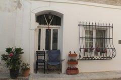 Egeïsch gebied - Tenedos-eiland, een oude huis en een deur stock fotografie