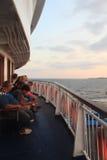 Egeïsch gebied - Tenedos-eiland, zonsondergang van veerboot stock afbeelding