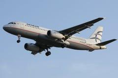 Egeïsch luchtvaartlijnenvliegtuig die aan vakantiebestemmingen vliegen royalty-vrije stock foto's