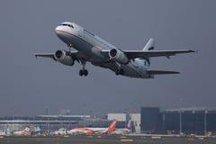 Egeïsch luchtvaartlijnenvliegtuig die aan vakantiebestemmingen vliegen royalty-vrije stock afbeeldingen