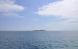 Egeïsch Overzees landschap dichtbij Thassos-eiland in Griekenland stock afbeeldingen
