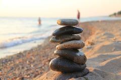 Egeïsche dorpen - stenen bij het strand royalty-vrije stock foto's