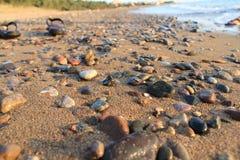 Egeïsche dorpen - zonsondergang bij het strand royalty-vrije stock foto's
