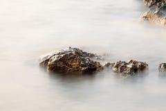 Egejski brzeg w Grecja, Thassos wyspie, - fala i skały Fotografia Stock
