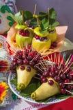 Egel twee van peren en kersen royalty-vrije stock afbeelding