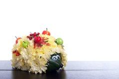 Egel van bloemen op een lijst aangaande een geïsoleerde witte achtergrond Stock Afbeeldingen