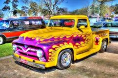 Egenn målade V8 väljer upp lastbilen Arkivbilder