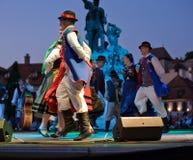 EGER - 18 AOÛT : Danse folklorique polonaise traditionnelle. Photos libres de droits