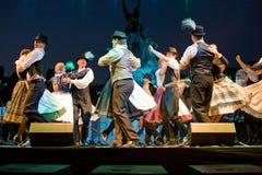 EGER - SIERPIEŃ 18: Tradycyjny Węgierski ludowy taniec Zdjęcie Stock
