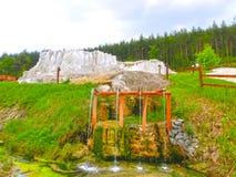 Egerszalok Ungern - Maj 05, 2017: De salta kullarna på den Saliris semesterorten Royaltyfri Bild
