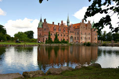 Egeskov castle. Egeskow castle mirrored in the water Royalty Free Stock Photo