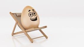 Egg с положением вниз на шезлонге лета на белой, абстрактной предпосылке для концепции праздника пасхи Стоковое Изображение