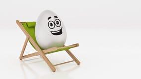 Egg с положением вниз на шезлонге лета на белой, абстрактной предпосылке для концепции праздника пасхи Стоковые Фото