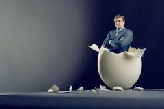 Egg con el interior del hombre aislado en fondo gris Fotos de archivo libres de regalías