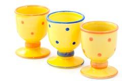 Egg-cups cerâmicos pontilhados amarelo   Imagem de Stock