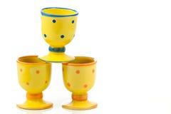 Egg-cups cerâmicos pontilhados amarelo   Imagem de Stock Royalty Free