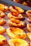 Egg a galdéria, sobremesa portuguesa tradicional, cor pastel de nata fotos de stock royalty free
