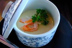 Egg la crème anglaise ou l'oeuf ou la tige cuit à la vapeur d'oeufs avec Kanikama Image libre de droits