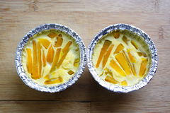 Egg la crema con la zucca in due tazze bollenti, dessert tailandese Fotografia Stock Libera da Diritti