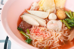 Egg noodles soup with fish ball Royalty Free Stock Photos