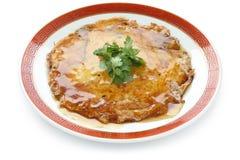 Egg o foo novo, omeleta chinesa com carne de caranguejo imagens de stock
