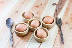 Egg placas de corte de madeira, colheres de madeira, forquilhas de madeira Fotos de Stock Royalty Free
