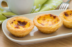 Egg tart on plate and tea cup Royalty Free Stock Images