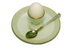 Eggcup com o ovo na placa Fotos de Stock Royalty Free