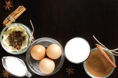 Eggnog на деревянном столе Стоковые Изображения