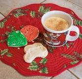 Eggnog och julkakor Arkivfoto