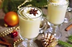 Eggnog - varm juldrink Arkivfoto