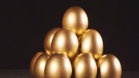 eggs золотистое сток-видео