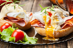 Eggs Benedict on toasted muffins with ham Royalty Free Stock Photos