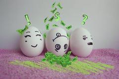 Eggs divertente con il concetto dei fronti di malcontento Immagine Stock