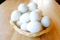 Eggs il canestro Fotografie Stock Libere da Diritti