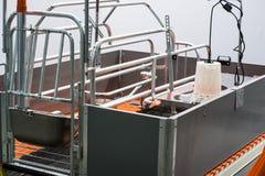 Eggs la incubadora de la producción dentro foto de archivo