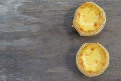 Eggs la tarte sur le bois de vintage Photo libre de droits