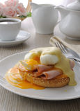 Eggs (poached) with ham on a bun sauce Royalty Free Stock Photos